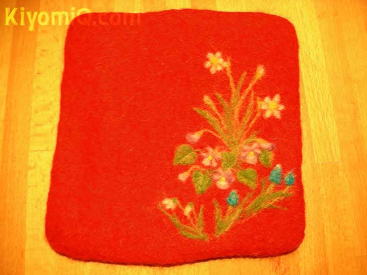 Red square trivet with flowers