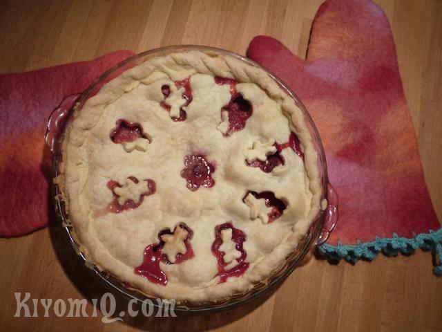 Strawberry Rhubarb Bloody Bear Pie ??